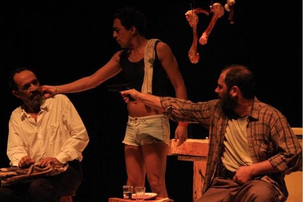 Sérgio Sartório e Chico Sant'anna dividem a cena em texto de Alexandre Ribondi (Hugo Rocha/Divulgação)
