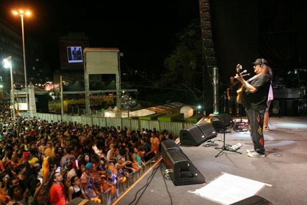 Moraes Moreira terá a companhia do filho, o guitarrista Davi Moraes, em show na capital (Valter Carvalho/Divulgação)