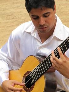 Já violonista Fabiano Borges se apresenta na quinta-feira (Andrea Campos/Divulgação)