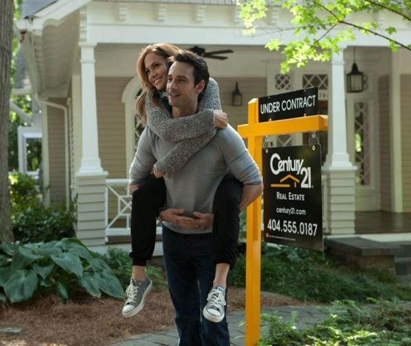Jennifer Lopez e Rodrigo Santoro já fizeram par romântico em filme 'O que esperar quando você está esperando' (Universal/Divulgação)