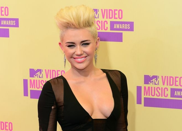 A atriz e cantora Miley Cyrus participou do videoclipe com entusiasmo (Frederic J. Brown/ DA Press)