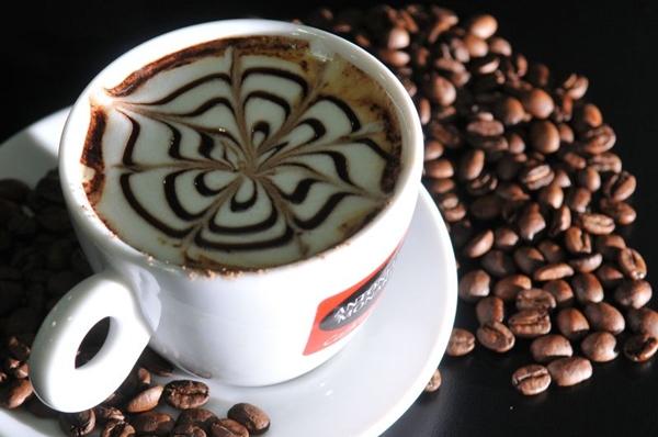 Com o crescimento de casas especializadas, o café deixou de ser servido após as refeições e tomou o posto de prato principal (Marcelo Ferreira/CB/D.A Press)