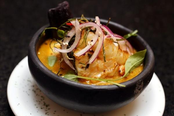 Ceviche caliente, um dos pratos que integram o cardápio comemorativo aos três anos do Taypá (Fabrício Rodrigues/Divulgação)