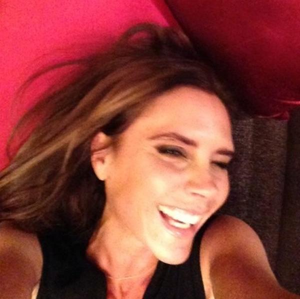 A ex-Spice Girl e estilista foi vista pela 'primeira vez' sorrindo (Reprodução/Instagram)