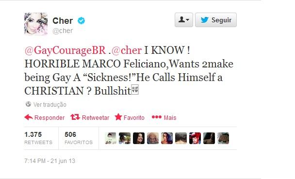'Esse Marco Feliciano é HORRÍVEL. Fica tentando tratar os gays como 'doentes'. Ele ainda se considera CRISTÃO? Ridículo', disse Cher em resposta a um tweet enviado por um perfil (Reprodução/Twitter)