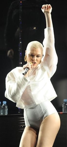 'Vou fazer uma cirurgia para remover a placa de metal', disse a cantora ao jornal Daily Mirror (Fadel Senna/AFP Photos)
