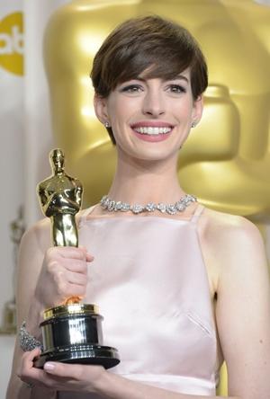 A atriz venceu um Oscar por Os miseráveis (AFP PHOTO/Joe KLAMAR )