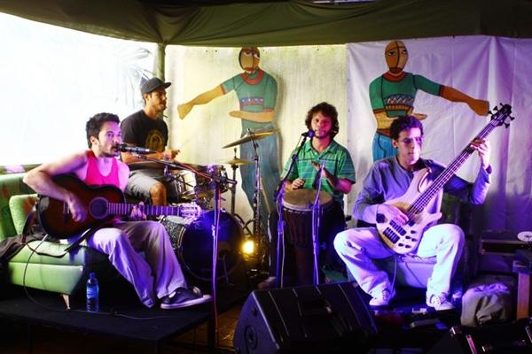 A banda Salve Jorge vai animar o jogo ao som de Ben Jor, no Bar do Ferreira (Gabi Cerqueira/Divulgação)