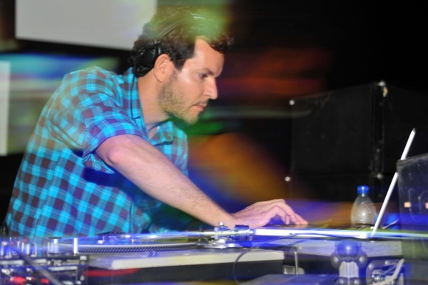 O produtor e DJ Chicco Aquino adianta mais produções da festa Makossa pra este ano (Luis Xavier de França/Esp. CB/D.A Press)