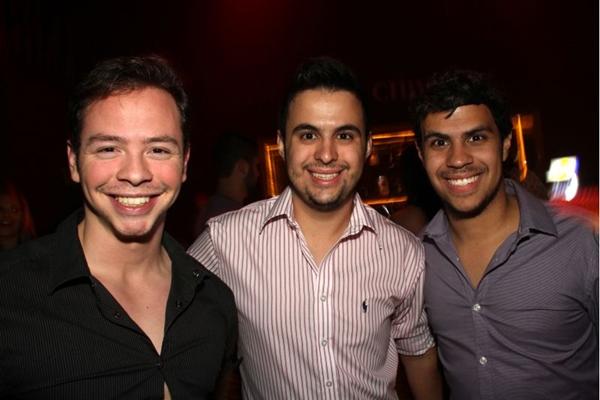 Gabriel Rocha, Marcelo Maia e Filipe Guedes foram conferir o show do cantor (Lula Lopes/Esp. CB/D.A Press)