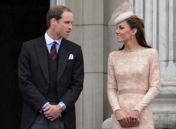 O Príncipe William já pediu um helicóptero de prontidão para levá-lo para Londres, caso Kate entre em trabalho de parto, enquanto ele estiver no País de Gales (Leon Neal/ Reuters)