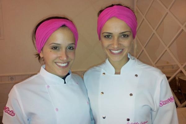 Aos 25 anos, Gabriela (esquerda) lança uma linha de produtos batizada de Bombons de Festa (Katia Cubel/divulgação)
