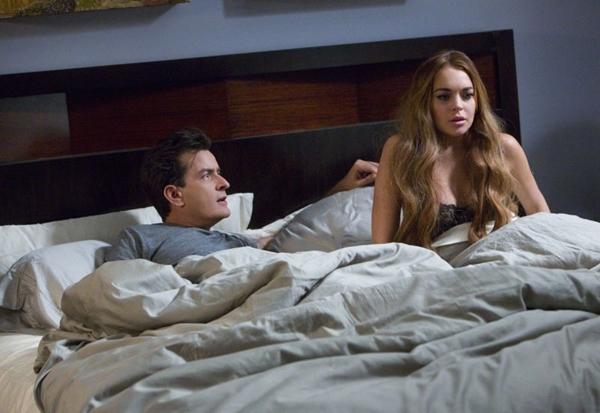 Charlie Sheen e Lindsay Lohan interpretam eles mesmos na quinto filme da série Todo mundo em pânico (Imagem Filmes/Divulgação)