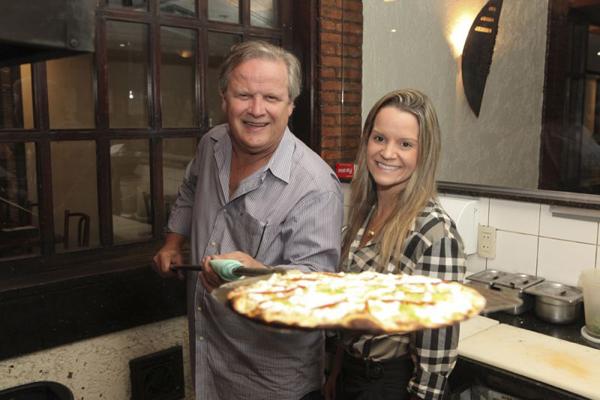 Marcelo Terra fundou a  pizzaria, agora nas mãos da filha Fernanda  (Vinicius Santa Rosa/Divulgação)