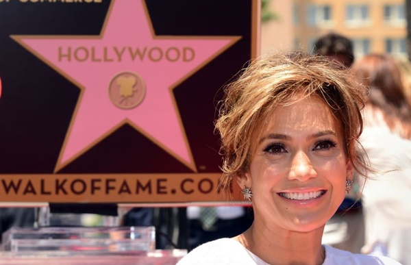 JLo já havia sido homenageada com uma estrela na Calçada da Fama de Hollywood (AFP PHOTO/Frederic J. BROWN )