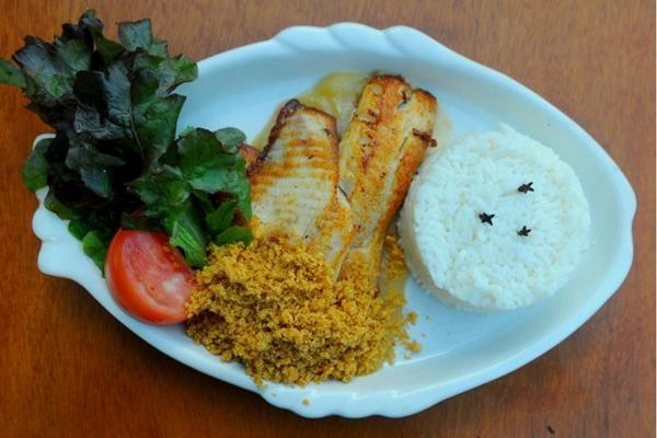 Tilápia na cama de purê de maçã e farofa de nozes e arroz de coco do Peixe na Rede (Janine Moraes/CB/D.A Press)