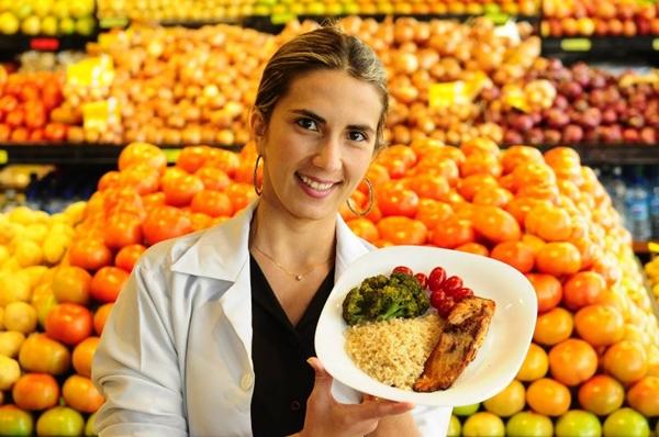 A nutricionista Lívia Nogueira montou um prato balanceado com algumas opções (Edilson Rodrigues/CB/D.A Press)