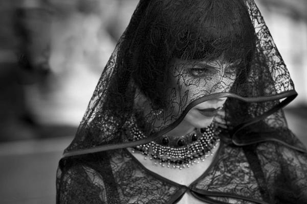 Maribel Verdú aparece como a megera da história na versão espanhola de Branca de Neve (Imovision/Divulgação)