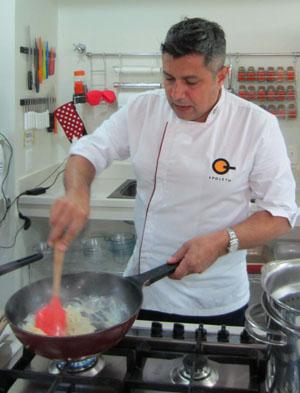 Gianni Carboni foi buscar em sua Itália natal ingredientes para elaborar o menu Sabores de Parma (Liana Sabo/CB/D.A Press)