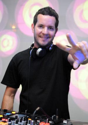 O DJ Chicco Aquino é uma das atrações da Festa Eletrizante Africana (Luis Xavier de França/ Esp. CB/ /D.A Press)