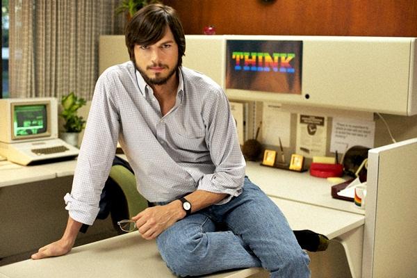 Protagonizado por Ashton Kutcher, a história conta como Jobs e seus amigos iniciaram uma das maiores empresas de tecnologia do mundo em sua garagem (Reprodução/Internet)