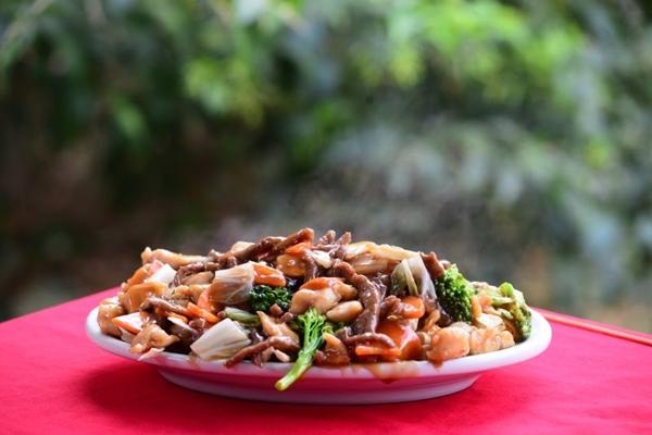 Frango xadrez: na China, as castanhas substituem o amendoim, entre outros ingredientes (Ronaldo de Oliveira/CB/D.A Press)