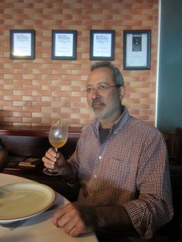 Savio Soares trocou Minas Gerais pelos melhores aromas de vinhos europeus, que agora já  podem ser comercializados no Brasil (Liana Sabo/CB/D.A Press)