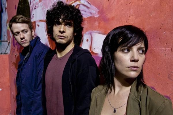 Pablo Sanábio, Fabrício Belsoff e Natália Lage protagonizam adaptação: com cor latina do filme alemão (Paula Kossatz/Divulgação)
