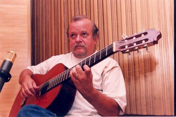 O músico é considerado o novo adepto da guitarrada (Jefferson Rudy/CB/D.A Press)