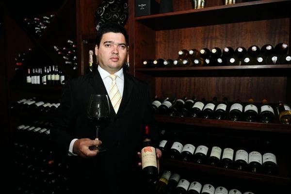 Edmilson Marques: pratos delicados são acompanhados por vinhos brancos ou mesmo espumantes (Carlos Moura/CB/D.A Press)