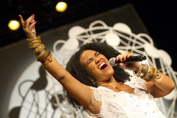 A cantora homenageia a conterrânea Clara Nunes em DVD (Débora Amorim/ Divulgação)
