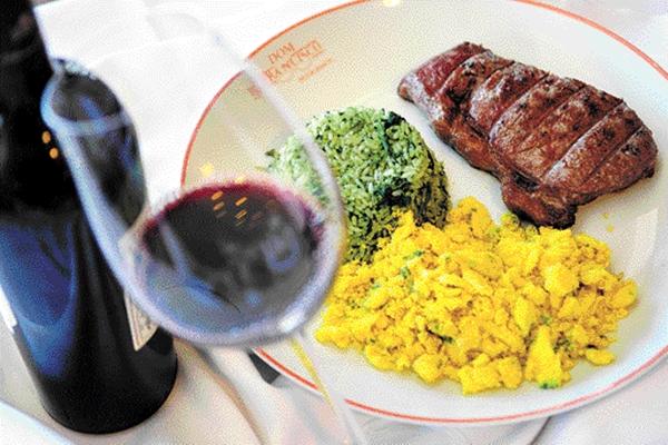Bife angosto com arroz e brócolis e farofa com ovo, do restaurante Dom Francisco  (Bruno Peres/CB/D.A Press)