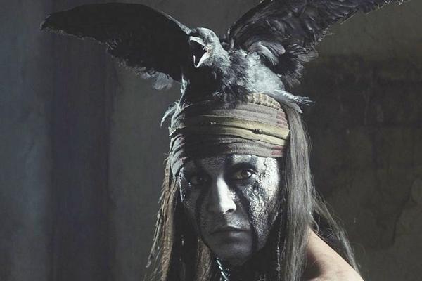Depp caracterizado de Tonto em O cavaleiro solitário: obcecado por papéis elaborados (Disney/Buena Vista)