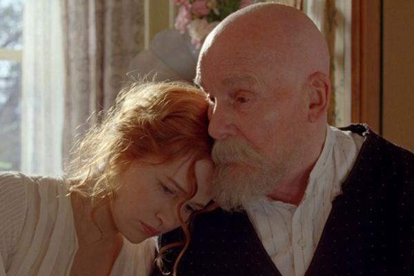 Christa Theret e Michel Bouquet no filme Renoir  (Europa Filmes/Divulgação)