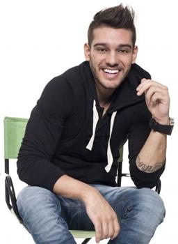 O cantor se apresenta na Villa Mix (Fernando Hiro/Divulgação)