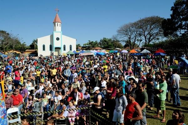 Na Feira do Troca, vendedores e compradores dialogam, onde a moeda principal é a própria 'mercadoria' (Carlos Vieira/Esp. CB/D.A Press)
