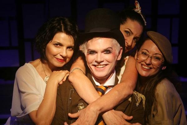 Ela sempre conciliou teatro e cinema com a respeitada carreira de jornalista (Dalton Camargos/Divulgação)