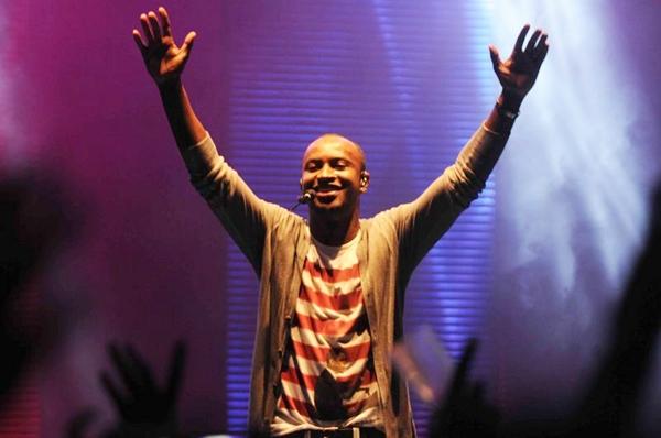 O cantor Thiaguinho é uma das atrações do evento (Antônio Cunha/Esp. CB/D.A Press)