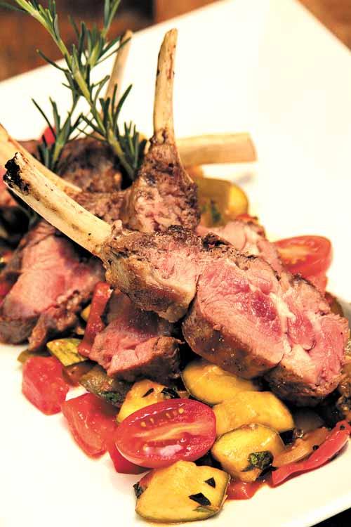 Carré à ratatouille, do Bistrô Le Mouton: a carne de cordeiro faz parte da lista dos ingredientes sofisticados (Viola Junior Esp.CB/D.A Press)