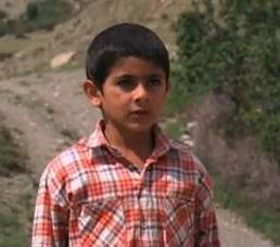 O longa-metragem Buta conta a história de um menino que sonha em colocar em cima de uma montanha um gigante modelo de pedras  (Youtube/Reprodução)
