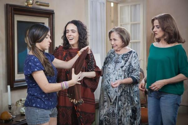 Beatriz Morgana, Silvia Buarque, Nathália Timberg e Marieta Severo vivem uma família com dificuldades financeiras na comédia que estreia em todo o Brasil na próxima sexta-feira (Aurora Filmes/Divulgação)