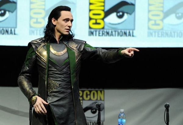 O ator Tom Hiddleston interpretando o vilão Loki durante a Comic-Con International 2013, em San Diego (Kevin Winter/Getty Images/AFP)
