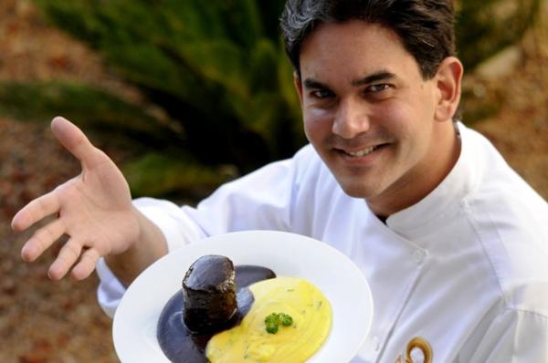O chef Rodrigo Cabral usa jabuticaba na receita do molho de seu filé (Carlos Vieira/CB/D.A Press)