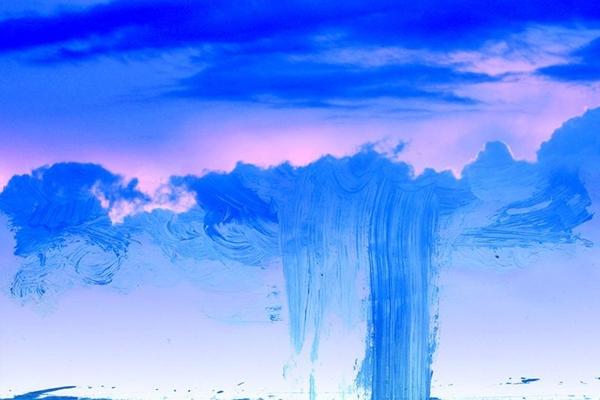 Exposição tem pinturas em miniatura, feitas a partir de fotos da água e do chão (André Santangelo/Divulgação)