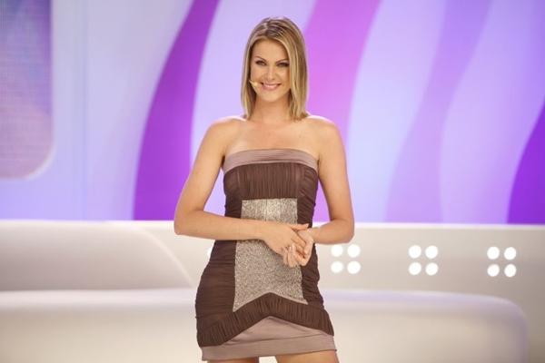 A apresentadora está grávida de três meses (Edu moraes/Record)