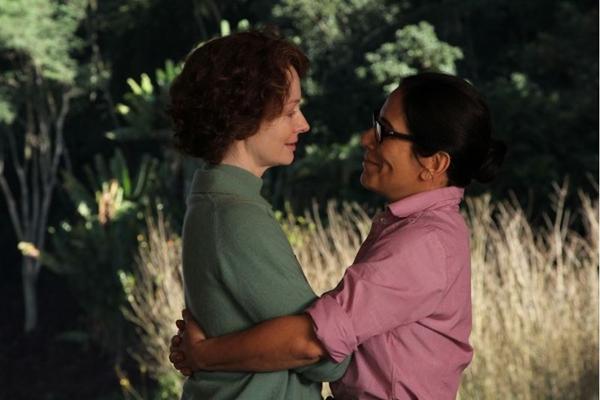 Glória Pires (D) e Miranda Otto vivem romance em Flores Raras (Imagem Filmes/Divulgação)