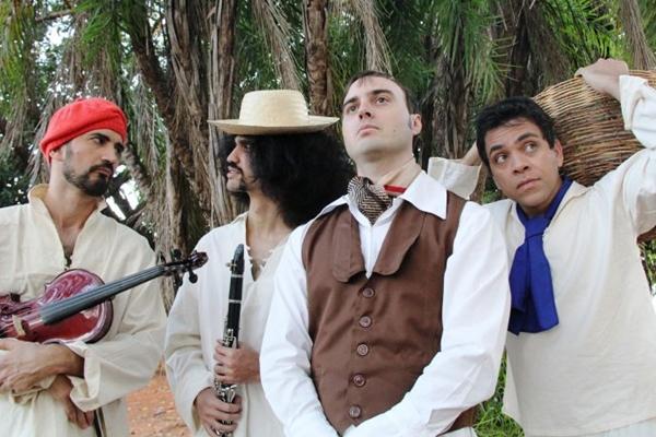 Cena da peça Nas bagagens de Darwin, em cartaz no Teatro de Sobradinho (Julio Oliveira/Divulgação)
