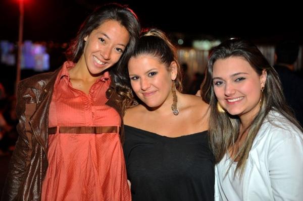 As amigas Lígia Melo, Amanda Vieira e Thalyssa Vieira curtiram a festa no Minas Tenis Clube (Luis Xavier de França/Esp. CB/D.A Press)