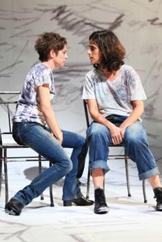A primeira vista marca o retorno da atriz Drica Moraes aos palcos  (Nil Caniné/Divulgação)