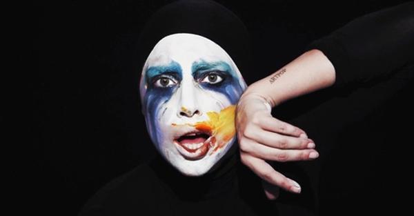 O motivo mais provável para o desabafo é a luta virtual travada entre os fãs de Gaga e os admiradores de outras cantoras (LadyGagaVEVO/Youtube/Reprodução)